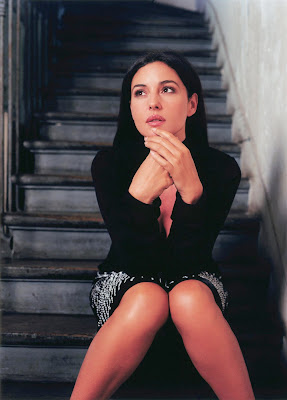 Monica Bellucci look hot