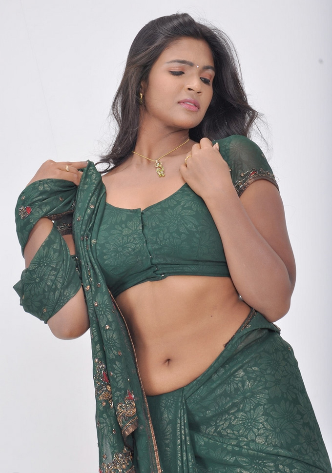 Tamil Actress Saree Below Navel Show Photos