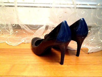 black and blue heels, blue sprayed heels
