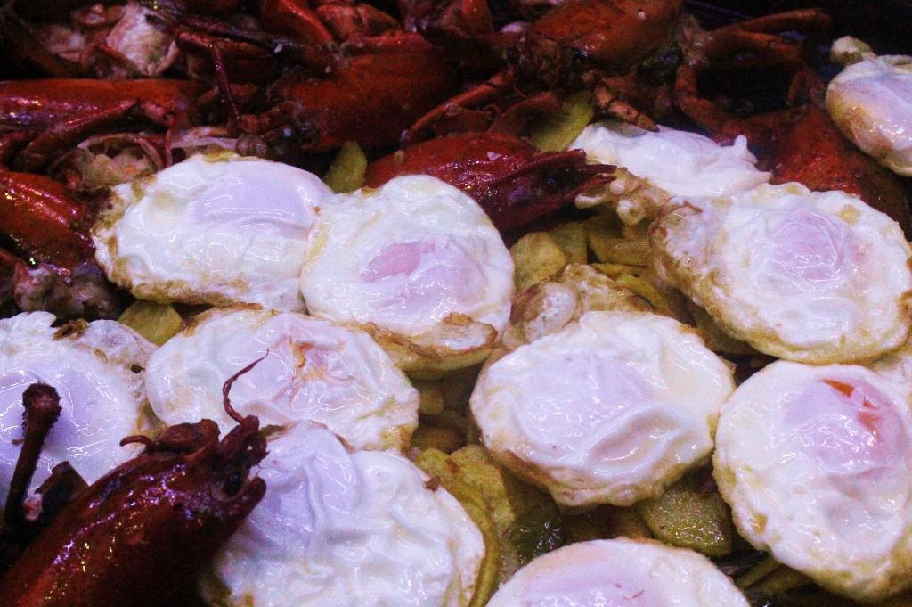 Yolanda pincholos cooking huevos fritos con bogavante y - Receta bogavante al horno ...