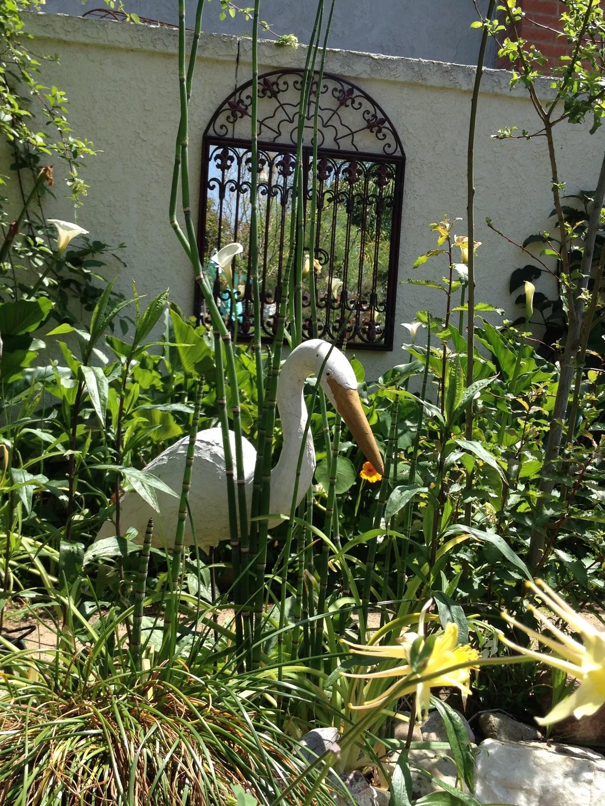French bee mary lou heard garden tour for Deco jardin original