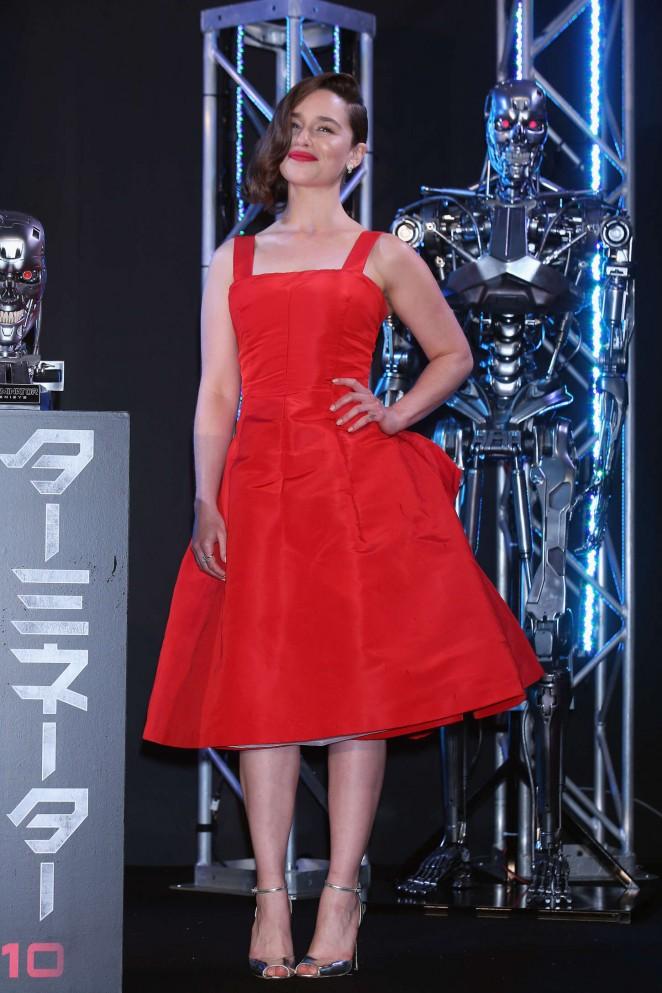 Emilia Clarke stuns in red at the 'Terminator Genisys' Tokyo premiere