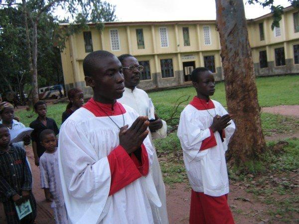 De Fotos Tiradas Em Uma Missa Celebrada Um Pa S Africano Onde