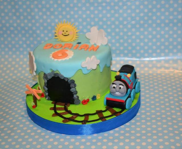 Tarta Tren Thomas Modelado via Sugar Dreams Gandia cumpleaños niño