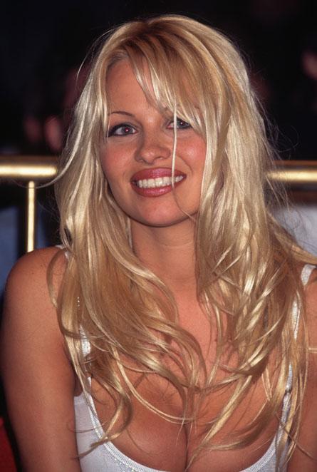 Pamela Anderson:Μήπως ξέχασε να φορέσει κάτι ...