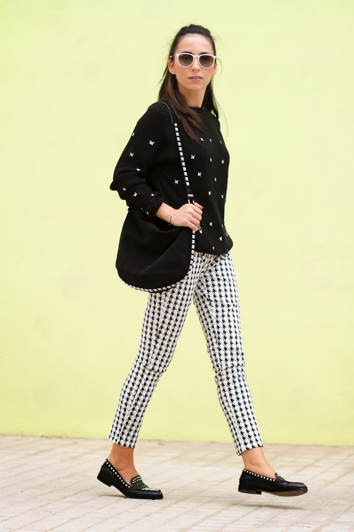 Streetstyle with houndstooth printed pants