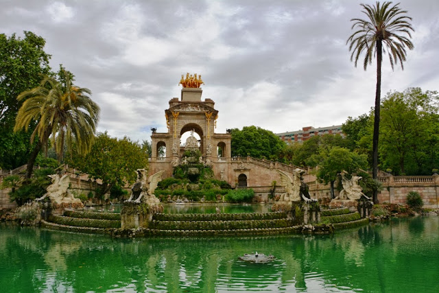 Cascada Barcelona Green water