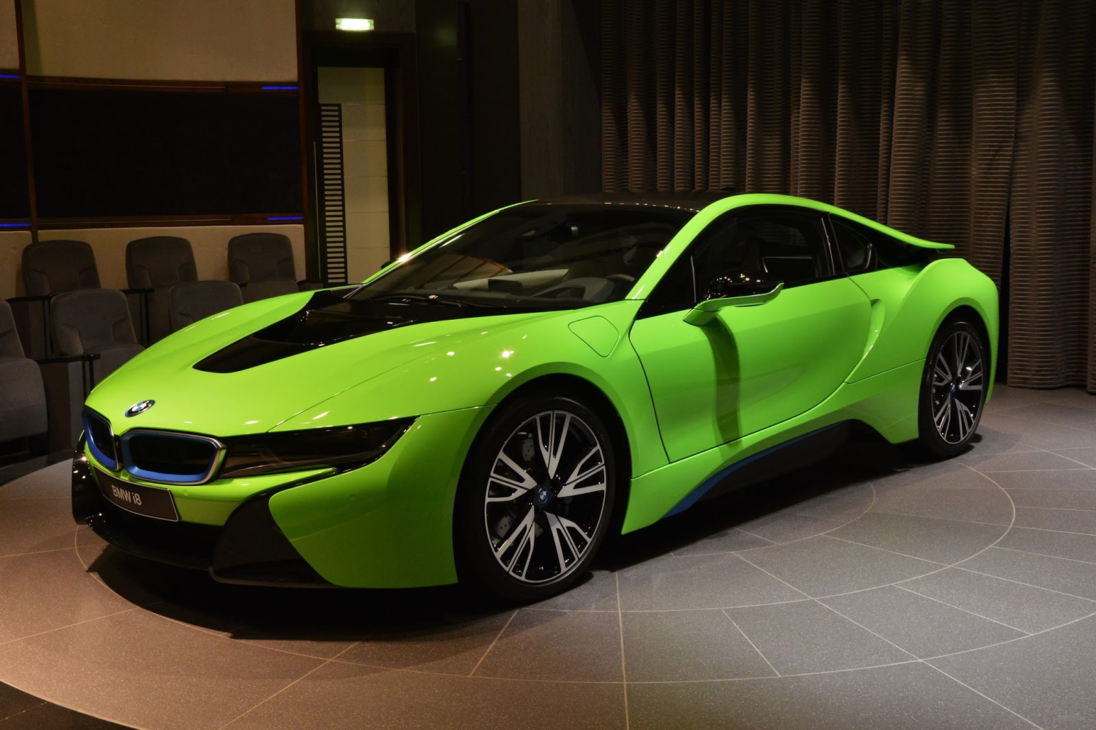 ever seen a lime green bmw i8 before carscoops. Black Bedroom Furniture Sets. Home Design Ideas