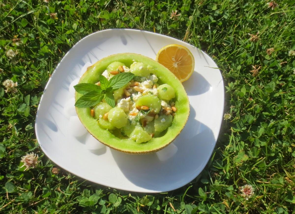 Melone mit Feta und Pinienkernen