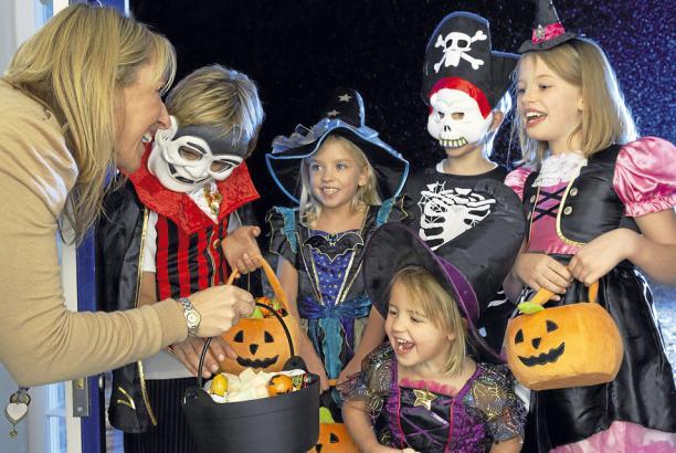 c52641349f3 Mamá Posmoderna  Especial Halloween  Origen de los disfraces en la ...