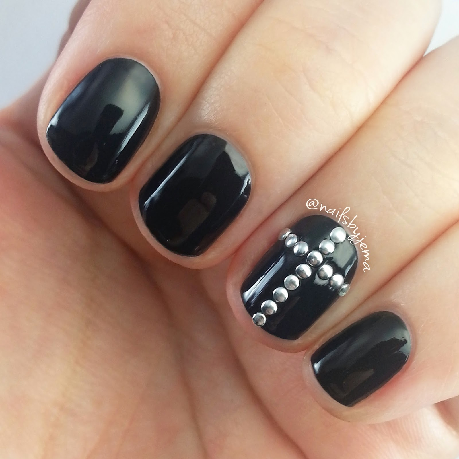 N A I L S B Y J E M A: Cross Studded Nails