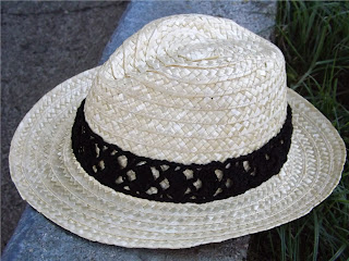 Sombrero con cinta de crochet