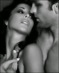 Recorre mi piel, dibuja con tu boca mi silueta...