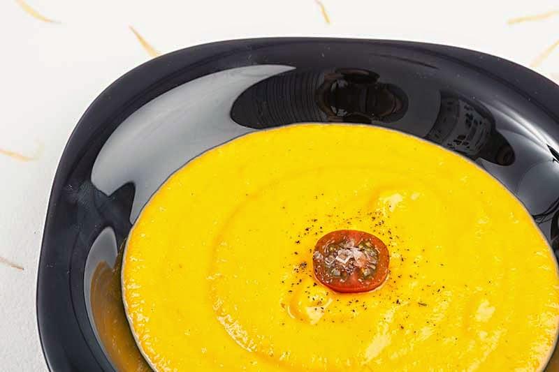 Crema de calabaza en el plato