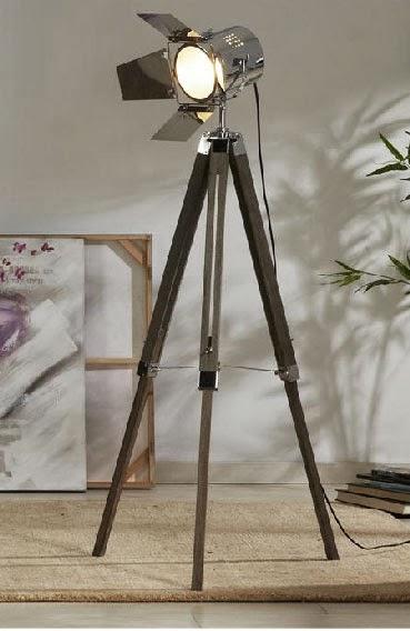 Muebles de forja l mparas actuales en lat n y madera granada - Lampara foco cine ...