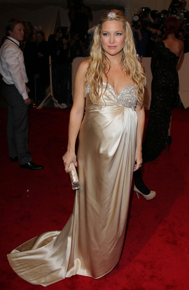 Pregnant Kate Hudson in a buttery yellow satin Stella McCartney strapless gown at the 2011 MET Gala.