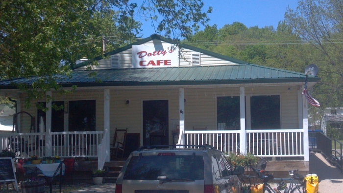 Dotty's Cafe, Katy Bike Trail, Hartsburg MO: ice cream, pie, lunch excellent!