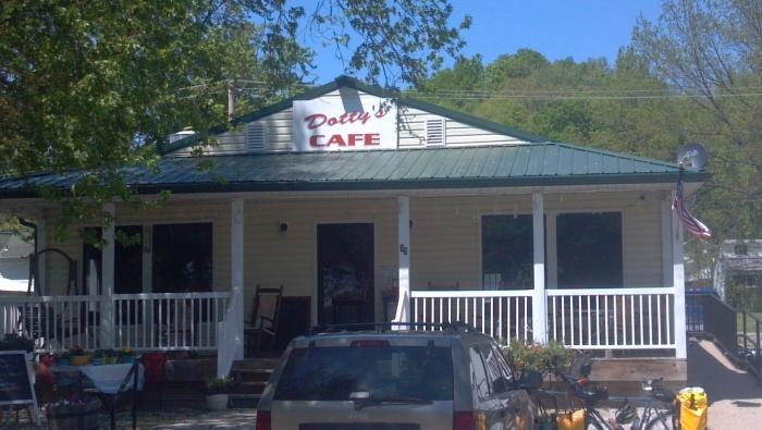 Dotty's Cafe, Katy Bike Trail, Hartsburg MO: ice cream, pie, lunch excellent!