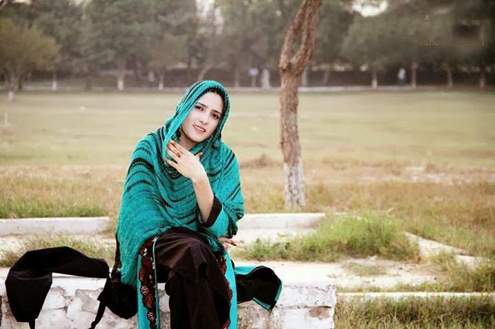 Pashto Singer Dr Laila Khan Pictures