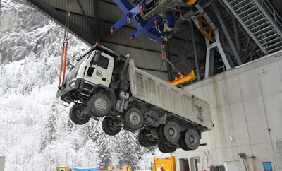 fotos de camiones volando alpes suizos teleferico 1