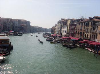 Que profunda emoción  recordar el ayer, cuando todo en Venecia me hablaba de amor.
