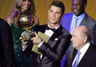 Cristiano Ronaldo rebut trofi Ballon D'Or 2013 dan menjadi pemain terbaik dunia