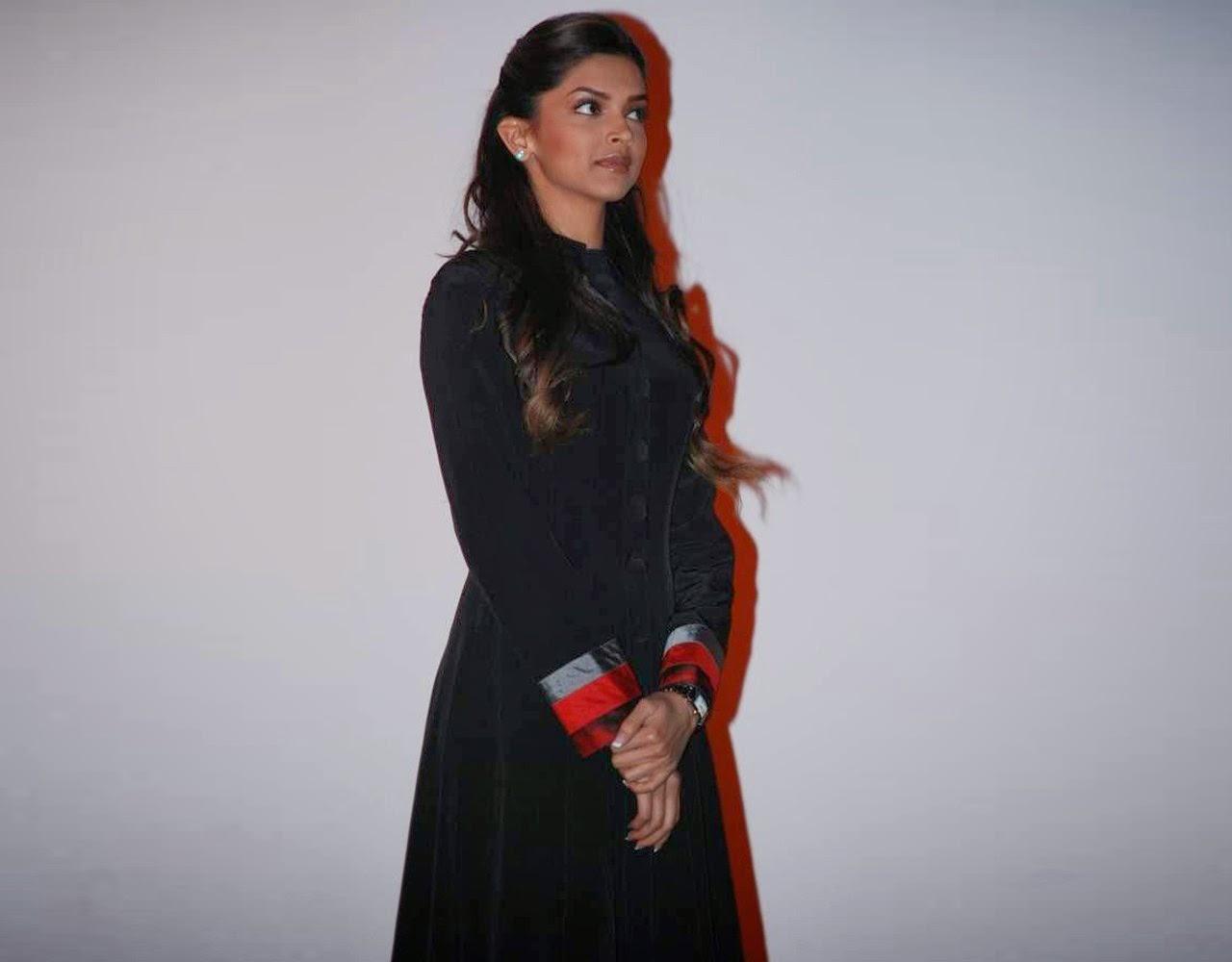 Deepika Padukone looks very hot in her tight dress unseen weird shots captured of Deepika Padukone