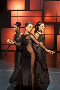 Sparkle is a remake of the 1976 film of the same name, which centered on three singing teenage sisters from Harlem who form a girl group in the late 1950s. The remake takes place in Detroit, Michigan in the 1960s during the Motown era.