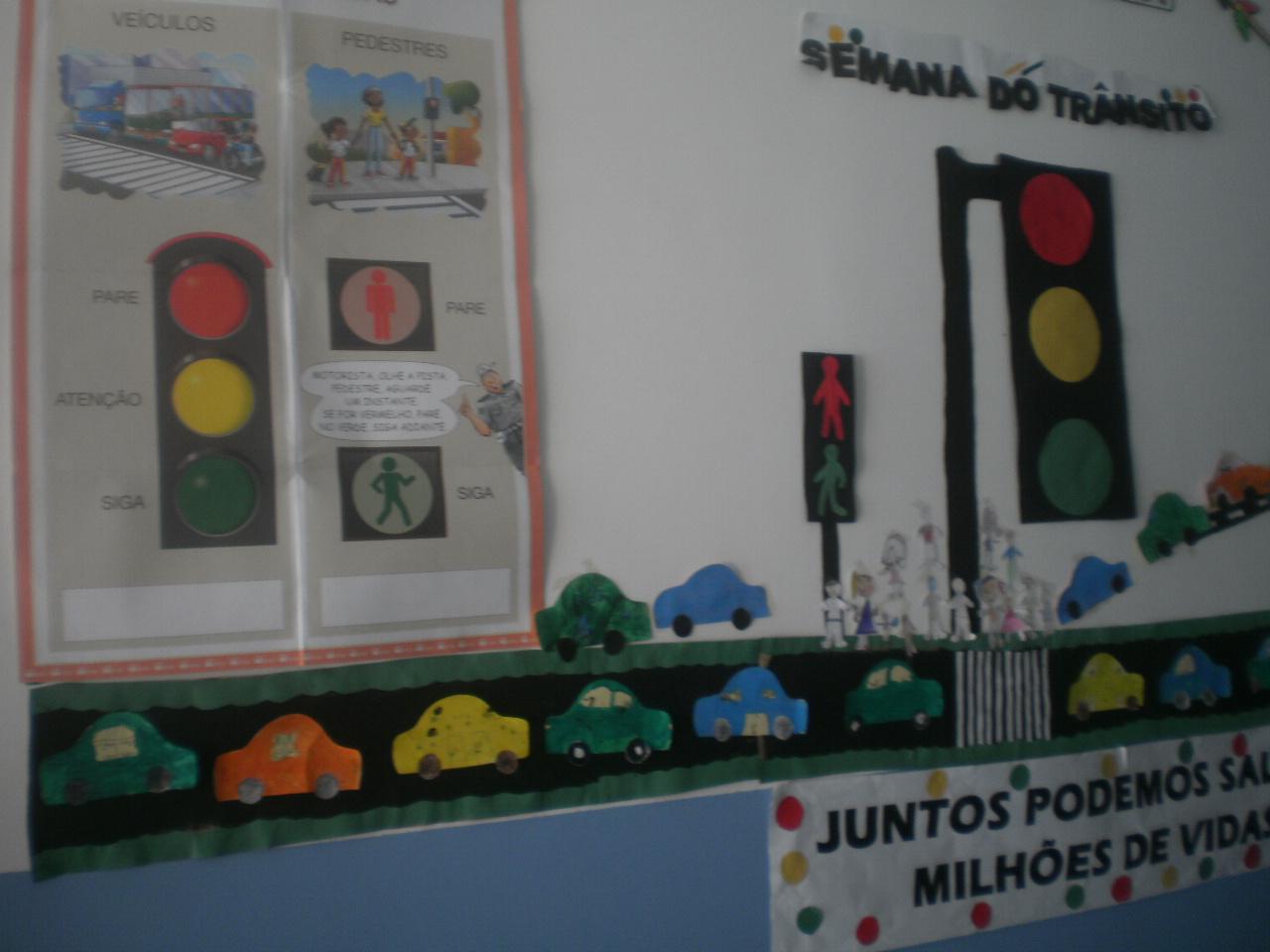 A arte de ensinar educa o infantil semana do tr nsito for Mural sobre o transito