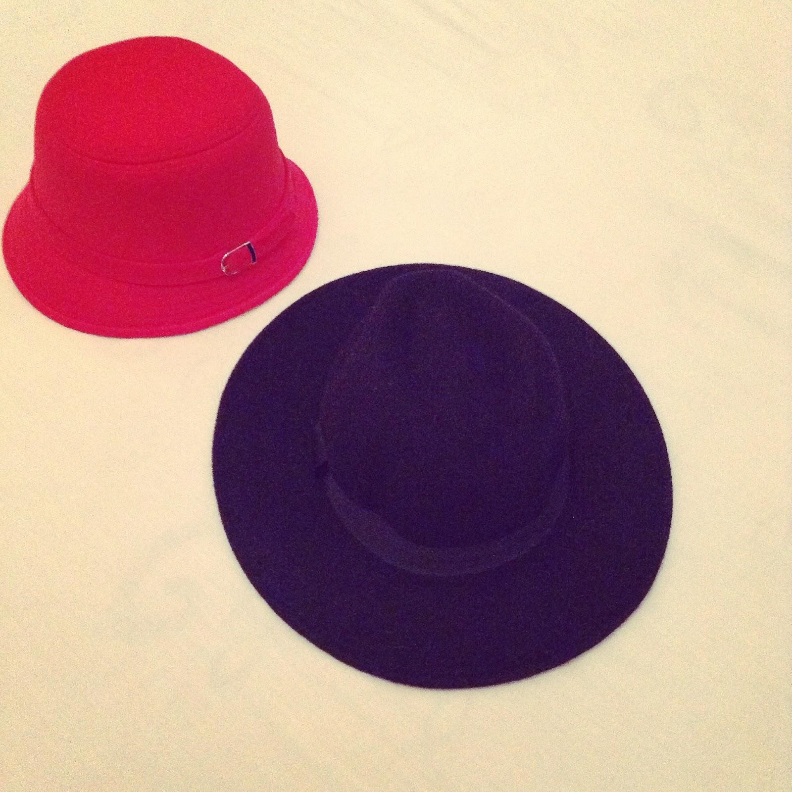Sombrero rojo -Las Penélope-  Sombrero negro -H M-. e1c7de96cc5