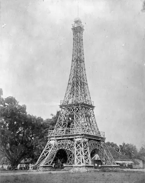 Replika Menara Eiffel