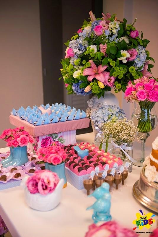 Candy bar de bautizo con flores - mesa de dulces9