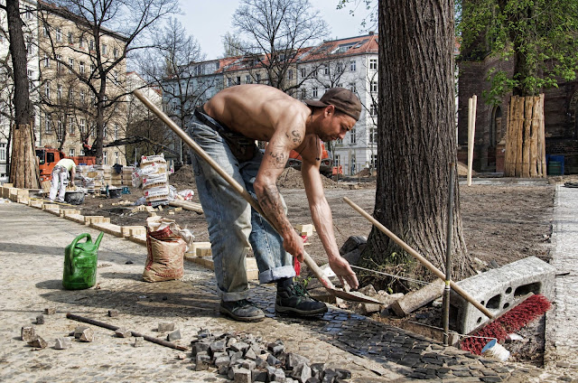 Bauarbeiter mit nacktem Oberkörper Berlin
