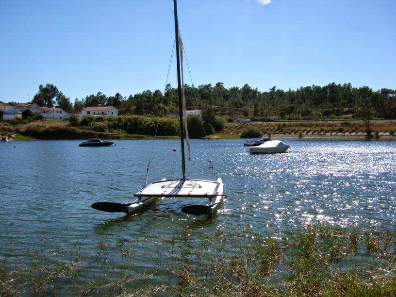 Barco á vela na Barragem de Montargil