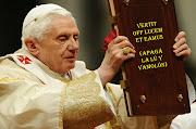 """El vocero del Vaticano, Federico Lombardi, confirmó el anuncio: """"El Papa ha . benedicto xvi apagã¡ la l㺠vamolã³n"""