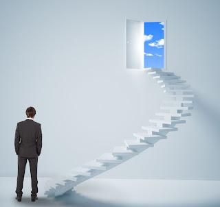 Si Quieres Triunfar, No Te Quedes Mirando La Escalera