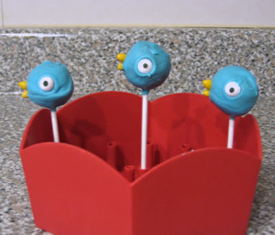 Mo Willems' The Pigeon Cake Pops