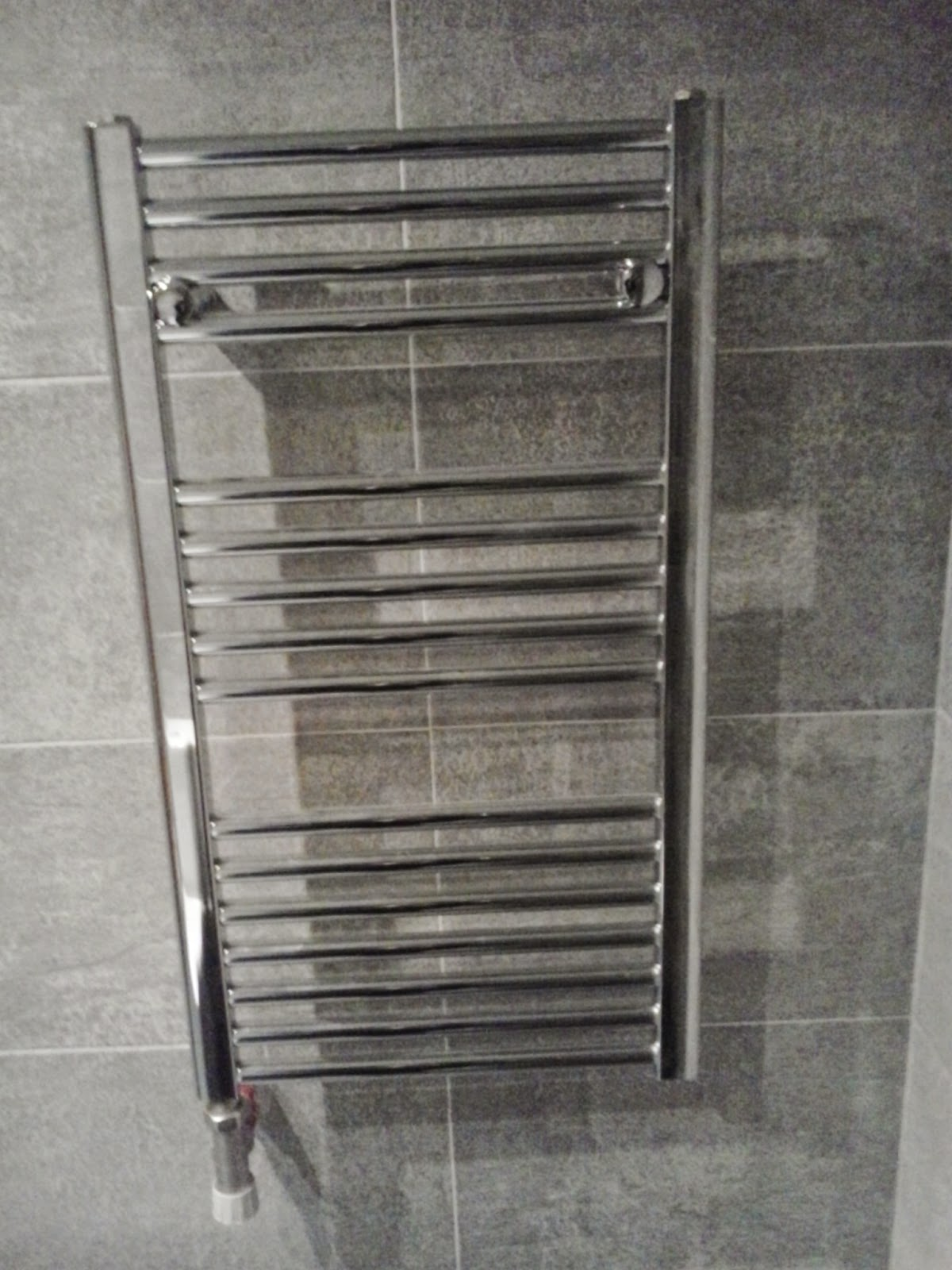 Baldosassa instalar radiador toallero en el ba o - Toallero cromado para bano ...