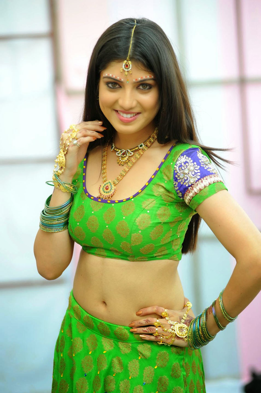 tamil tv anchor and actress priyadarshini latest navel