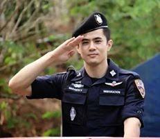 Foto Narsis Cowok Keren Berseragam Prajurit