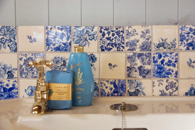 :   de 20 ambientes com azulejo (e piso) retrô Cores da Casa #324170 1500x1000 Banheiro Com Azulejo Retro