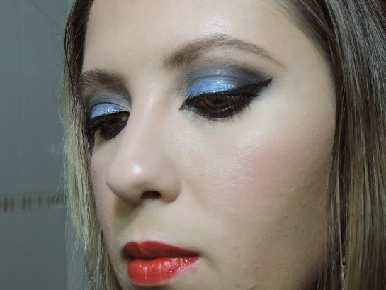 Maquiagem Azul com Brilhos - Olho tudo e Boca tudo