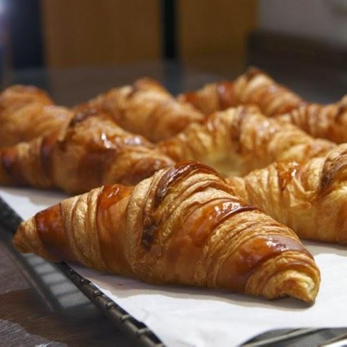 http://4.bp.blogspot.com/-o-l7O_V14AY/VOF8oOzhxZI/AAAAAAAAAGU/y8Gc1mJPUFc/s1600/Croissant%2B.jpg