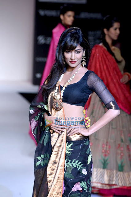 Chitrangda Singh sizzling walks at Lakme Fashion Week 2013