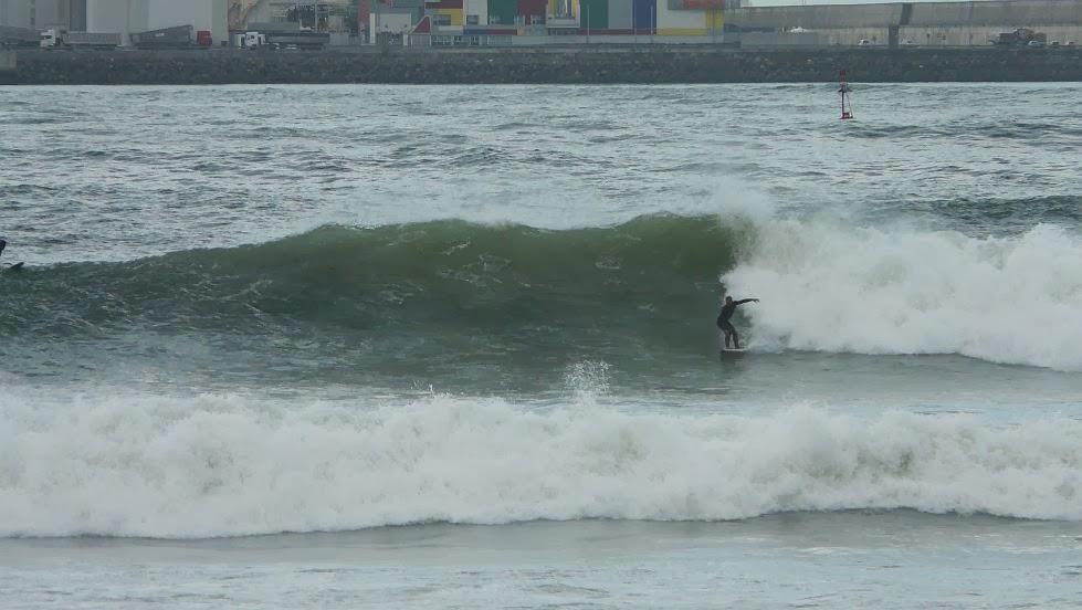 surf en el puerto viejo algorta jefris 14