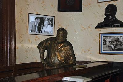 Hemingway statue - El Floridita bar
