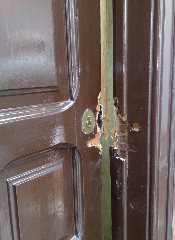 Cerraduras de barras buena cerrajer a y protecci n contra for Puerta plegable con cerradura