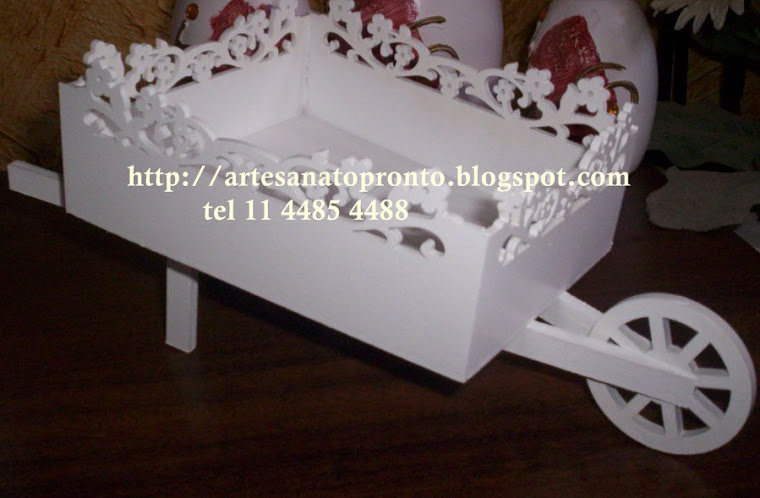 Carriola provençal de chão decorativa R$ 160,00