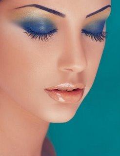 Maquillage yeux bleus : modèle