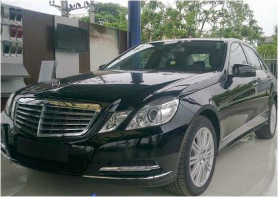 Cho thuê xe Mercedes E300 giá rẻ tại Hà Nội